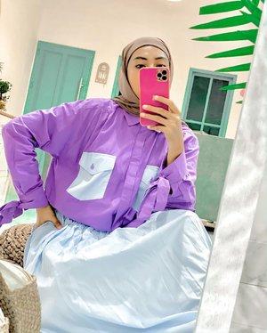 Happyweekend ~ hangout pakai Kayla Set dari @helhaf_ ini gak akan salah deh 😍 atasan kemeja over size bahan poplin yang adem tp bikin look stay chic, kemeja nya kancing hidup tp ada layered lurus untuk menutupi deretan kancing, jadi rapi liatnya😍 Bawahannya, roknya ini ngembang, pinggang karet dan gak transparant, relatif nyaman dipakai. Cek pilihan warna lain untuk Kayla Set ini di instagramny @helhaf_ yaaa 😍🤗 and YES ini olshop Makassar, ongkir terjangkau banget tentunya .#ootdweekend #hijabootdindo #bloggermakassar #lifestylebloggermakassar #clozetteid #fashionbloggermakassar