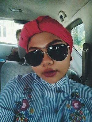 I tried turban for the second time. At first, i wasn't confidence enough to wear it, just because i have a round-shaped face. But then i was sooo curious to have an outlook like this. So i encourage myself .  and..... TADA!!! Not Bad 😁 💄by L'oreal Rouge Magique Number 931 i love the colour, even it is not really matte. it is pigmented enough though it will wear off if i drink or eat sth. overall it has a faboulous colour result!!! #ootd #hijab #turbanstyle