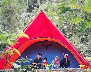 "Family makes a ""house"" be a ""home"" 👨👩👧👦 . . . #camping #family #familyfun #familyday #familyphotography #love #smile #happy #happymoment #everydaymadewell #instamoment #travelers #hijabtraveler #familytime #withfamily #wonderfulindonesia #pesonaindonesia #clozetteid #nature #photooftheday #indonesiaview #explorejabar #jabar #exploreindonesia #sukabumi #zonesukabumi #liburan #samsungcamera #samsungid"