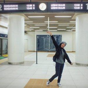 HBD ke-492 DKI Jakarta 🎉🎊 semoga kotanya makin tua makin hits !! semakin berkembang dalam sarana dan prasarana bikin warganya betah, nyaman, dan bahagia terus....yeeaaayy 🥳...#HBDJakarta #Jakarta #MRTJakarta #smile #jakartabanget #cityview #magnificentjakarta #amazing_jakarta #enjoyjakarta #ootd #hijabstyle #mystyle #fashiondaily #streetstyle #style #imwearing #everydaymadewell #travelers #hijabtraveller #jilbabtraveler #happy #wonderfulindonesia #photooftheday #mytripmyadventure #indonesiaview #pesonaindonesia #clozetteid #instanusantarajakarta