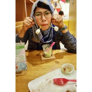 You can't be sad when you're eating ice cream 😌 🍨 🍦 🍧 #shirokuma #cafe #japanesedessert #instadessert #foodlover #foodie #foodoftheday #satnight #badmood #smile #selfie #clozetteid #smile #happy #outfitoftheday #imwearing #hijabstyle #everydaymadewell #matchalovers #greentealovers #wisatakuliner #jajan #jajanan #eskrim #escream #yummy