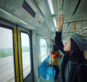 Life is calling you, never forget to respond !!...#weekendmood #goodmood #happy #publictransportation #angkutanumumjakarta #MRTJakarta #mrt #beautiful #travelers #wonderfulindonesia #photooftheday #mytripmyadventure #indonesiaview #exploreindonesia #pesonaindonesia #mainkesini #outfitoftheday #imwearing #style #hijabstyle #everydaymadewell #streetstyle #fashiondaily #clozetteid #자카르타 #인도네시아 #지하철 #地下鉄