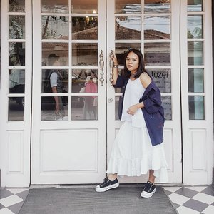 White on white with blue touch. I always love to pair my outfit with some of my thrift treasure.  Top : @nikicio  Skirt : unbranded Outer : thrift Shoes : @converse_id  More style inspiration on #ubbyxxstylediary  #shoxfashionid #shoxsquad #theshonetinsiders #clozetteid