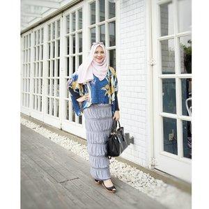 Sayang euy photo banyak yang diupload kalau cuma 1 😀 . Hijab : #jasmineinstanthijab by @rjbyroswitha  Top : #soratop by @inforiamiranda  Skirt : #affaskirt by @rjbyroswitha  Bag : @coach Shoes : @aldoshoes . #myrosylook #hijabblogger  #riamirandastyle #riamirandaforesta  #clozetteid #hijabootdindo
