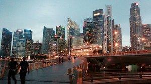 "Nice view... karena setiap prjalanan mempunyai kesenangan yg berbeda"", dan pengalaman yg berbeda"". next trip kita kmna? @intansya23 😆😆 . . . . . . . . . . . Cr 📷 : Nita #hobbynitayanglain #hahaha #mytripmyhappiness #travelwithbestfriend #happy #explore #exploresg #explorer #trip #holiday #jalanjalan #traveler #traveling #travelgram #beautiful #awesome #likes #sg #singapore #marinabaysg #potd #photography #instaphoto #instapic #vsco #vscocam #vscobest #chocolateville #instalike #clozetteid"