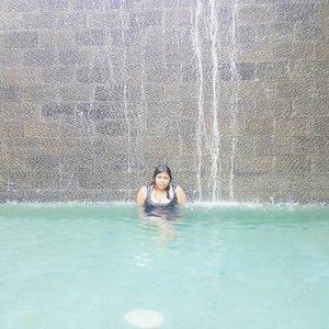 Sweet escape.  Thank you @setyandarisurya for the ticket. 😘  #jalanbarengvina #vinainbali . . . #pool #waterfall #weekend #weekendmood #weekendvibes #sweetescape #shortgateway #sunday #sundaymorning #clozette #clozetteid