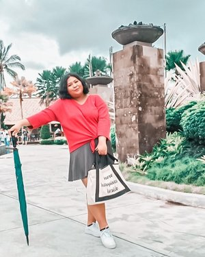 Day 3 (or 4 for me) #dirumahaja. . Really miss those days that I chat my friends to find a place for ootd. Semangat deh sampai akhir bulan. . Yes, I am introvert. But I like to go out a lot. 😩 .  #plussizeootd #plussizestyle #plussizefashion #plussizemodel #plussize #plussizebali #plussizeindonesia #plussizeinpiration #plussizebeauty #bigsizeindo #bigsizebali #bigsizeindonesia #curvywomanindonesia #curvywomanindo #casualstyle #bali #clozetteid #ootdindo #ootdfashion #chicstyle #secretgardenvillage #secretgardenvillagebali #umbrella . #vinaootd