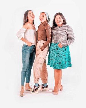 "Gara - gara @mrs_winy, aku banyak dapat pandangan baru masalah fashion. She's inspired me to be different. Doi gak pernah merendahkan orang kecuali doi yg disenggol. . Dulu, kesan kami satu sama lain adalah ""Njir, sombong amat"". Pas udah kenal ""Sangklek juga"". Namun untunglah doi pindah ke Bali, jadi ketemu. Dikasi banyak ilmu dan lainnya. Langgeng ya kite kaya mie belom dipotong. . Bikin caption begini jadi laper btw. .  #plussizeootd #plussizestyle #plussizefashion #plussizemodel #plussize #plussizebali #plussizeindonesia #plussizeinpiration #plussizebeauty #bigsizeindo #bigsizebali #bigsizeindonesia #curvywomanindonesia #curvywomanindo #casualstyle #bali #clozetteid #ootdindo #ootdfashion #chicstyle #retro #photoshoot . #vinaootd #ShoxSquad"