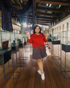 Trained @luuyifan to be my photographer. On my back, it's not ghost, she's @saaaantyarini..I like being here. So refresh. ♥️.#plussizeootd #plussizestyle #plussizefashion #plussizemodel #plussize #plussizebali #plussizeindonesia #plussizeinpiration #plussizebeauty #bigsizeindo #bigsizebali #bigsizeindonesia #curvywomanindonesia #curvywomanindo #casualstyle #bali #clozetteid #ootdindo #ootdfashion #chicstyle #secretgardenvillage #secretgardenvillagebali #smile.#vinaootd