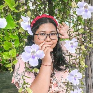 She's blooming. 🥰🌸🌺🌷🌼.Sudah lama gak pose di depan kamera bikin cepat lelah. But I miss that feeling so much.  Maybe it's time to be back..#tegalalang #flower #hangingflowers #plussizeootd #plussizestyle #plussizefashion #plussizemodel #plussize #plussizebali #plussizeindonesia #plussizeinpiration #plussizebeauty #bigsizeindo #bigsizebali #bigsizeindonesia #curvywomanindonesia #curvywomanindo #casualstyle #bali #clozetteid #chicstyle #plussizecasual #casualplussize #summer #summeroutfit.#vinaootd