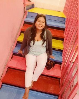 Rare OOTD: Vina is wearing pants! 🤭 . Alasan jarang pake celana adalah aku suka angin masuk dari bawah. AHAHAHAHA. Gak seratus persen sih, cuma akau merasa pendek aja kalah pake celana. . Yang mana lebih lucu, aku pakai rok atau celana? Atau keduanya? Atau sama sekali gak lucu? Lemme know. 😘 . #vinaootd . #icecreamworld #icecreamworldbali #rainbowplace #colorfulstairs #happy #happyholiday #bali #denpasar #travelbali #explorebali #vacation #vacationinbali #balivacation #balilife #kuta #summervibes  #bigsize #bigsizeootd #bigsizeindonesia #plussizefashion #plussizeindo #ootdindo  #outfitoftheday #fun #clozetteid #curvywomanindo #curvygirl #curvysquad #rainbow