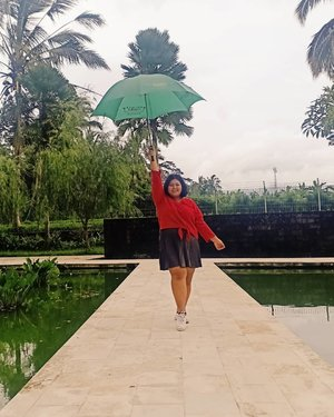 """Ella, ella eeeeee under my umbrella"".""Ella, ella eeeeee you can be my Cinderella"".Our favorite song that time. He sang for me like, billion times? 😅 Suddenly I miss him and his gentle attitude towards me. Hey, how are you? Can we reconnect, again?.#plussizeootd #plussizestyle #plussizefashion #plussizemodel #plussize #plussizebali #plussizeindonesia #plussizeinpiration #plussizebeauty #bigsizeindo #bigsizebali #bigsizeindonesia #curvywomanindonesia #curvywomanindo #casualstyle #bali #clozetteid #ootdindo #ootdfashion #chicstyle #secretgardenvillage #secretgardenvillagebali #umbrella.#vinaootd"