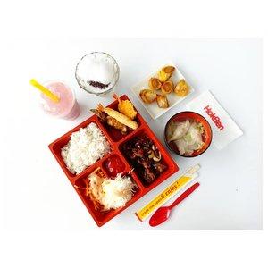 Need a big feast for tonight? Come to @hokben_id. Terutama buat jomblo sih, biar kuat menjalani malam ini. 🏃Yang punya pasangan juga monggo. 💃#hokbenfotografi2018 #hokbenfood...#hokben #japanesefood #flatlay #food #dinner #lunch #dumpling #pictureoftheday #potd #clozetteid #teriyaki #eat #balifoodies #nomnombali #deliciousbali #salad #foodphotography