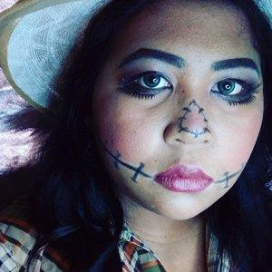 The scarecrow.  Or scaring you?  #lookbyvina #vinahalloweenlook . . . #scarecrow #scarecrowmakeup #rainbowcontour #rainbowcontouring #halloween #halloweenmakeup #halloweenlook #halloweenideas #motd #makeupoftheday #lookoftheday #lotd #makeupfreak #makeupgeek #makeup #faceoftheday #fotd #belajardandan #clozette #clozetteid