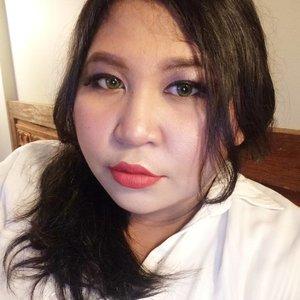 Karena kak @fiarevenian bilang wajahku seksi, mari malam ini posting selfie. 🐥  Terus aku digelindingin.  #lookbyvina