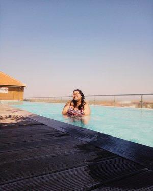 "Friday's mood: be a dugong..Finally we meet the weekend after so many galau moments in this past 3 days. I got the answer. Feel relaxed. And ready to start new adventure..Maunya nyemplung sih weekend ini, tapi mau lihat yang ijo - ijo dulu. Udah lama nih gak main ke daerah tinggi. Hayooo, Vina mau kemana hayooo weekend ini....Place: @infinity8bali rooftop. Lihat highlight ""Swimming Pool"" untuk baca review dari tempat ini. ♥�.#bikini #rooftop #sunset #infinity8hotel #hotelrooftop #hotelswimmingpool#bigsizeindonesia #bigsizebali #plussizebali #plussizeindonesia #plussizebikini #bigsizebikini #howtowear #swimmingpools #clozetteid #plussizebeauty #plussizestyle #bali #summer #hotelinbali #hotelinkuta #happy #bikiniplussize #plussizefashion  #plussizeandhappy #plussummer #summerplus #instacurves #bikiniplus.#vinapiknik"