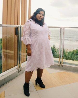 Thank you, next.  I love making handmade dress like this one. Sesuai dengan bebtuk tubuh dan kemauan. Kadang aku juga suka eksperimen sedikit like the tail, cute, isn't it?  Kalian juga gak usah ragu kalau mau eksperimen. Nanti pasti ketemu taste-mu.💃 #vinangevent #vinaootd . . . #bohomian #bohostyle #bohodress #boots #ankleboots #rotanbag #happy #ootdindo #ootdfashion #bigsizeindonesia #bigsizebali #bigsizemodel #plussizebali #plussizeootd #plussizeindonesia #hotelinkuta #plussizeinpiration #plussize #plussizelife #plussizefashion #plussizebeauty #clozetteid