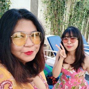 Let me introduce you.... @viniamanda, my partner in crime.  Xx years, jomblo 3 tahun. 💃  #vinapiknik . . . #holiday #summervibes #sunday #staycation #weekend #weekendvibes #hotelinbali #hotelbali#selfie #pool #clozetteid #happy #faceoftheday #fotd #motd #makeupoftheday #happyface