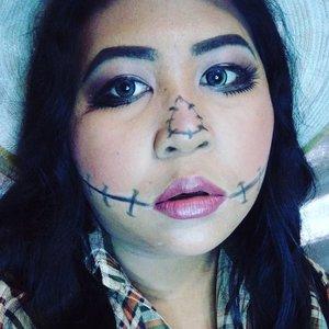 I think I couldn't scare the crows.  I'll scare my baby niece. 😂  #lookbyvina #vinahalloweenlook . . . #scarecrow #scarecrowmakeup #rainbowcontour #rainbowcontouring #halloween #halloweenmakeup #halloweenlook #halloweenideas #motd #makeupoftheday #lookoftheday #lotd #makeupfreak #makeupgeek #makeup #faceoftheday #fotd #belajardandan #clozette #clozetteid