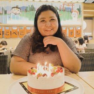 Thank you all for the wishes ya. Belum bisa buka DM dan chat satu - satu. Makasi banget, semoga keinginan tahun ini jadi kenyataan deh. ♥️.#vinapiknik...#birthdaygirl #birthday #strawberrycheesecake #strawberrycake  #instabday #bestoftheday  #picoftheday  #gift #born #birthdaygift #surprise #birthdaymonth #happybirthday #birthdayparty #birthdaycake #goodtime #instacake #years #old #instabirthday #candles #birthday #birthdayweekend #candle #bday #birthdayfun #photooftheday #birthdaycelebration #clozetteid