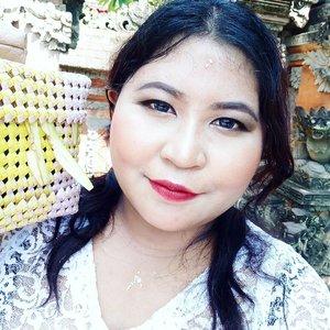 Finished sembahyang keliling.Rahajeng Rahina Galungan Lan Kuningan. 🙏 It's time for 🐷, can't wait! #lookbyvina #vinadiaries