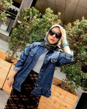 Kembali menjadi kaum Sudirman - Thamrin ⌨️ •• luv the oversized jacket from @hijabchic 🤍 #ClozetteID