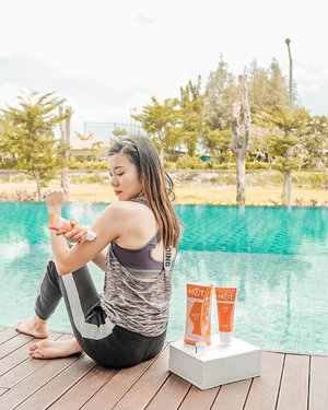 Excited to try @clinelleid Hot Body Cream to get in shape. Yes, i might have tiny body, but also a big stomach and loose arms. I need to tone up my body.Clinelle Hot Body Cream formulated with Organic Brown Algae which helps for:- Firming with PheoSlimG- Toning with Scopariane- Brightening with 3M3 WhiterisG- Moisturizing with Apricot ExtractClinelle Hot Body Cream also has Ecocert Certification and built in steel roller ball with SenseHot Thermal Action for deep penetration of the ingredients for maximum result. This is really good to be used before exercise.After fruitful exercise, i refreshed myself with @clinelleid PureSwiss Thermal Spring Water. It can be used from head to toe, as often as i need to stay fresh and hydrated. Everywhere, everytime. You can get yours too at Guardian....#projectcollabswithangelias #getinshape #clinelle #clinelleindonesia #clinellehotbodycream #thermalspringwater #clozetteid #sbybautyblogger #bloggersurabaya #lifestyleblogger