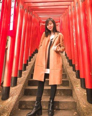 Hello from 🇯🇵 . . . #angellittleadventure #japan #wheninjapan #travelgram #instatravel #instaplace #temple #clozetteid #styleblogger #styleinspiration #ootd #ootdindo #fashionlookbook #lookbook #stylexstyle #lookbookindonesia #winterstyle