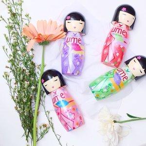 The Uber cute @shinzuiume_id Body Mist. Ada 4 variant dengan 4 keharuman berbeda untuk 4 personality. The Elegant is Keiko (Purple), The Sweet is Iseiya (Red), Preppy is Hatsune (Green), dan  Stylish is Ayumi (Pink) Kesegaran spectrum perfume Ume Body Mist ini yang pastinya beneran bisa #CompleteYourDay! Mau tau mana kesukaan aku sekaligus review aku mengenai Ume Body Mist? Check link di bio yahh.. . Yuk ikutan juga #BlogCompetition dengan share review kamu mengenai #UmeBodyMist di blog kamu dan dapatkan Kamera Mirrorless dan Shopping Vouchers untuk review paling menarik! #UmeBodyMist #CompleteYourDay #BlogCompetition . . #potd #lotd #flatlay #clozetteid #bodymist #shinzuiumebodymist #bloggersurabaya #surabayablogger #projectcollabswithangelias #blogger #influencer
