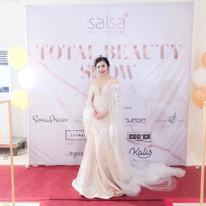 Happy International Women's Day!__A latepost to @salsabeautycentre Total Beauty ShowProud to wear this gorgeous dress from @soniaprivee Makeup & Hairdo @salsabeautycentre Earrings from @lacheriejewellery __Don't forget to visit the new Salsa Beauty Center and pamper yourself from head to toe with their professional therapists and excellent services!And visit @sonialycious latest collection only at @soniaprivee ..#projectcollabswithangelias #potd #lotd #clozetteid #muse #modelforaday #salsabeautycentre #gown #whatiwore #styleinspiration #styleblogger #bloggersurabaya #surabayablogger #internationalwomensday #ootd #fashionlookbook
