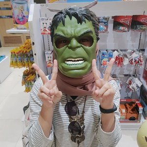 temen2 blogger pada upload make up halloween~ while me, trying the easiest way. at least I tried 🙊 happy halloween 🤭 #clozetteid #hulk #halloween #s9photography