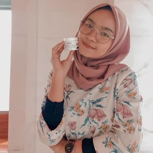 Just posted my short review about @kiehlsid Ultra Facial Cream Holiday Edition 🥰 super lightweight and did a great job at keeping my skin stay moisturized #Clozetteid #Kiehlsid #KiehlsHoliday #ClozetteidReview #ClozetteidxKiehls