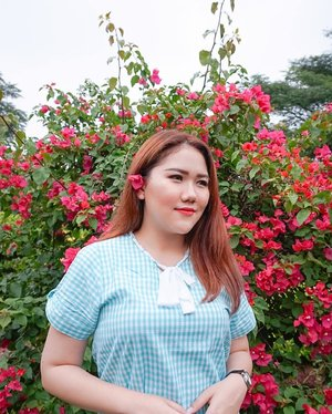 every flower blooms in its own time.#dewitraveldiary #flower #flowers #pink #nature #photography #photoshoot #photo #travel #travelling #travels #makeup #photooftheday #clozetteid