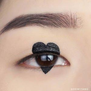 🖤Iseng banget bikin ini hehe >_<Using @jillcosmetics :- draw my brow - ash grey- beauty liner expert- beauty gel liner black#DewiYangEye