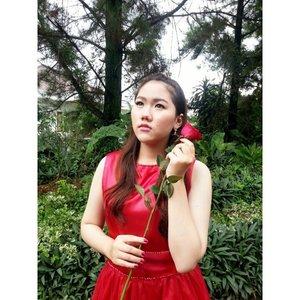 Gong Xi Fa Chai \(^o^)/ #gongxifachai #chinesenewyear #reddress #rose #redrose #potd #fotd #ootd #likeforlike #instafamous #instafashion #makeup #beauty #bbloggers #beautyblogger #indonesianbeautyblogger #clozetteid #FDBeauty #fotdibb #selfie #selca #selfies #ootd #lookbook #asian