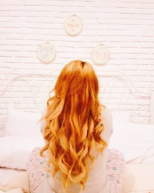 long hair.. bogosipo 😔 . rambung panjang pengen pendek, udah pendek pengen panjang... dasar perempuan 😂 . #longhair #dewihairdiary #orangehair #hair #throwback #potd #instapic #instagood #clozetteid