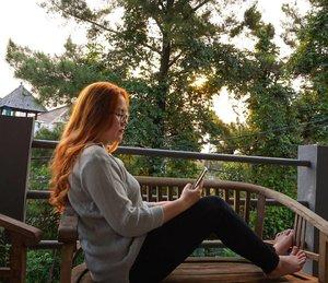 Hello August 🙋 . #august #dewihairdiary #dewiyang #sunset #candid #by #mom #ea #potd #instago #instagood #haircolor #orangehair #bblogger #beautyblogger #clozetteid