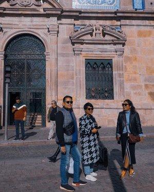 Ini katanya kita dijanjiin jadi pemeran mini seriesnya dop @okky_h_p . #clozetteid #travelling #travelaroundtheworld #porto #portugal #portoportugal #bluetilechurch #aroundtheworld #aroundcityporto #travelstyle #streetstyle #streetwear #dsywashere #dsybrangkatlagi