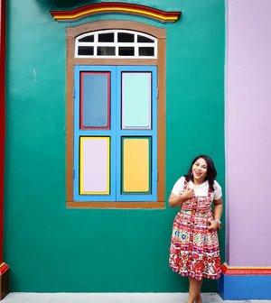 #aroundtheworld #traveller #worldtravel #tourist #globalcitizen #girltraveller #clozetteid #streetfashion #colours #colourwall #walk #walking