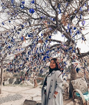"The evil eye tree . I had 2 wishlist in cappadocia, ride hot air ballon and second one is to see this ""the evil eye"" tree. They believe that Evil eye can protect us from our bad luck. Will you believe that? . #clozetteid #girlpower #womanpower  #worldtravel #worldcitizen #traveler #travelblogger #travelspot #instagram #instagramable #lostinthecity #throwback #womantraveler #fashioncolours #fashionstyle #instafashion #instatravel #aroundtheworld #travelaroundtheworld #solotraveller #dsypath #dsywashere #hotairballoon #turkey #cappadocia #goreme # evileye #pigeonvalley"