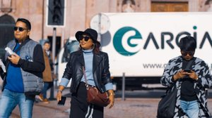 When you bring photografer on your holiday😜😜😜 . 📸by @okky_h_p #clozetteid #travelling #travelaroundtheworld #porto #portugal #portoportugal #bluetilechurch #aroundtheworld #aroundcityporto #travelstyle #streetstyle #streetwear #dsywashere #dsybrangkatlagi