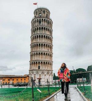 Menara miring + photographer mata silinder = Lurus 😜👍 . 📸by @lilysarwono  #clozetteid #travelling #travelaroundtheworld #pisa #pisatower #italy #tuscany #italy🇮🇹 #wheninitaly #dsywashere #dsybrangkatlagi