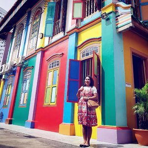 #aroundtheworld #traveller #worldtravel #tourist #globalcitizen #girltraveller #clozetteid #streetfashion #selfie #walk #walking #newyear2018 #funtravel #instatravel #iamhere #samsunggalaxys8 #colourwall #colours #colorstreet