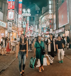 Heaven for shopping, Shibuya.Thanks to 30 kg for bagage and 12 kg for cabin. Bye bye budget airline.Toko mana nih kira kira yang belum gue masukin? Damn you paparazi.#clozetteid #cooljapan #Clozettexcooljapan #shoppingintokyo #shibuya