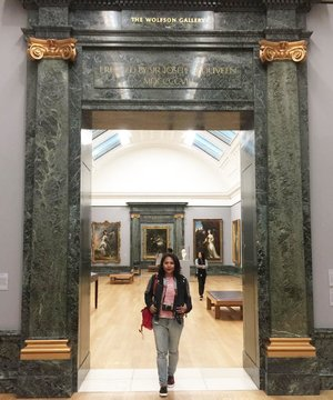 #whenuinlondon #traveller #worldtravel #tourist #london #uk #ukstreetwear #europe #girltraveller #clozetteid #streetfashion #walk #walking #museum #tatelondon #tatebritain #tatebritainmuseum