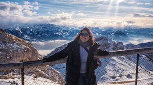 Antara takjub, ngosngosan, pose, kaki keder, licin, paksain senyum dan kedinginan di ketinggian 2132m . 📸by @okky_h_p #clozetteid #travelling #travelaroundtheworld #pilatus #mountains #switzerland #luzern #dsywashere #dsybrangkatlagi