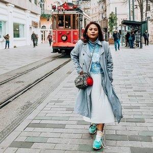 Kangen shopping dan jalan-jalan? Sabar ya... Percuma juga kalo jalan sekarang, mal juga pada tutup kan. Taksim square aja yang biasanya berlimpah ruah orang orang dijalan jadi sesepi ini. Ingat..semua ada waktunya 😊 . #quarantineday14 #clozetteid  #bestvacations #taksimsquare #takemeback #travelrecommends #traveljournal #traveler #traveltheworld
