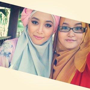 #sneakpeek again with @daffahijab and the owner @anggundafilla  #ootd #clozetteid #motd #model #indonesianbeautyblogger #photomodel #photooftheday #hijaboftheday #hijabindonesia #hijab #turban #pink #daffahijab #hijabgirls #fotd #instagood