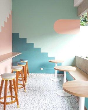 Kemang sudah lama dikenal sebagai salah satu tempat gaulnya anak Jakarta Selatan. Di kawasan ini berderet tempat makan instagramable, salah satunya yaitu @kopipono  Kafe yang buka dari jam 8 AM - 9 PM ini emang ngegemesin! Interiornya bernuansa pastel dengan paduan warna pink, hijau, krem, cokelat dan merah marun  Makanan yang disajikan pun bervariasi mulai dari western food hingga dessert yang tak kalah cute! Harganya juga ramah di kantong.   Penasaran liputan lengkapnya? Klik aja >> bit.ly/kopiponokemang <<  #clozetteid #foodblogger #foodporn #food #foodie #foodphotography #instafood #foodlover #foodstagram #foodgasm #yummy #delicious #foodblog #foodies #instagood #healthyfood #foodpics #tasty #foodpic #foods #homemade #dinner #foodgram #blogger #eat #jakarta #kulinerjakarta #kemang #cafejakarta