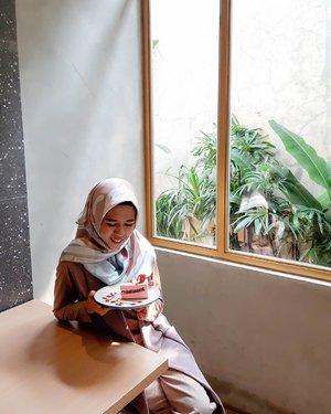 #RenjanaJiwa Ya Allah, saat aku kehilangan harapan dan rencana, tolong ingatkan aku bahwa cinta-Mu jauh lebih besar daripada kekecewaanku, dan rencana yang Engkau siapkan untuk hidupku jauh lebih baik daripada impianku. – Ali bin Abi Thalib   #clozetteid #notetoself #goodvibes #alhamdulillah #hijab #hijabindo #hijabi #hijabers #hijabstyle #hijabfashion #hijabootd #hijabsyari #meds87 #singlelillah #hellopono #jomblofisabilillah #pemudahijrah #shift #hijrah #geulis #meds87 #lifestyleblogger #kopipono